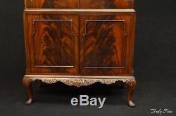 BERESFORD & HICKS LONDON Early 1900's Flamed Mahogany Bar Cabinet Chippendale