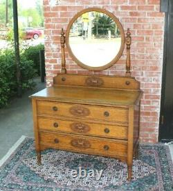 English Antique Willam & Mary Style Dresser / Vanity / Chest Of drawer