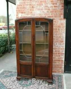 English Oak Wood Art Deco 2 Door Leaded Glass Bookcase / Display Cabinet