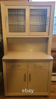 Vintage 1960's United Metal Fabricators Medicine Medical Cabinet